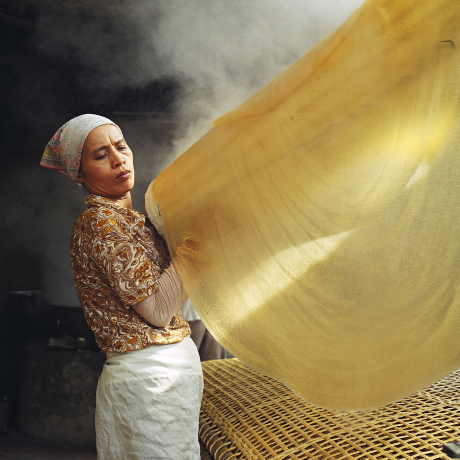 Vietnam - Craft villages - A woman making mien canna flour noodles in Huu Tu village